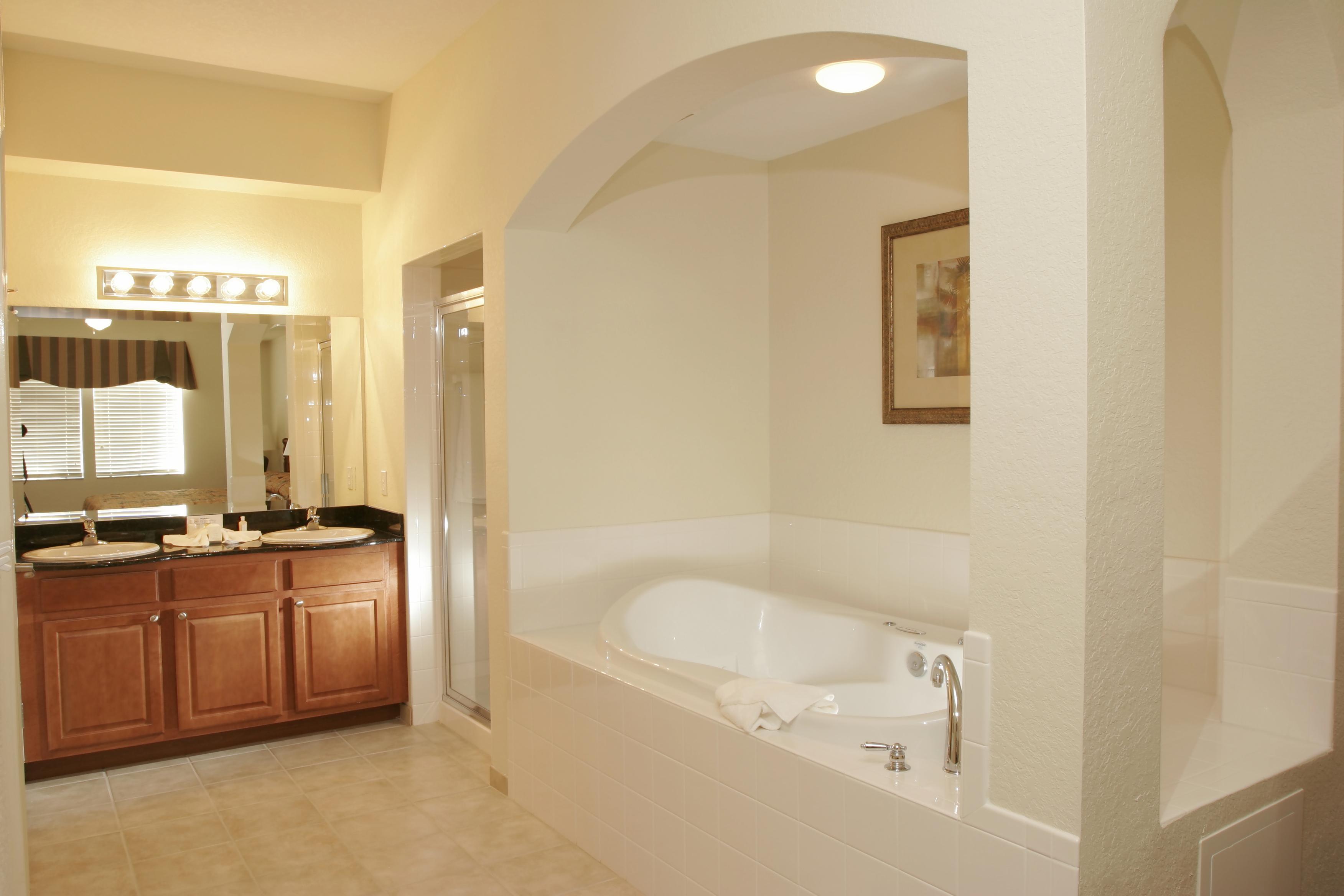 Florida condo orlando condo condominiums for sale for Village bathroom photos